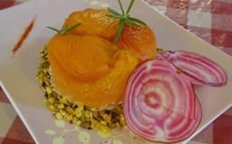 Abricots, crème de chèvre aux pistaches et au romarin
