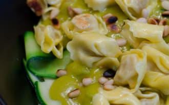 Salade de tagliatelles de courgette aux tortellinis et au guacamole
