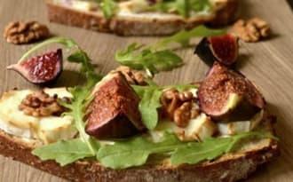 Tartines au fromage de chèvre et aux figues