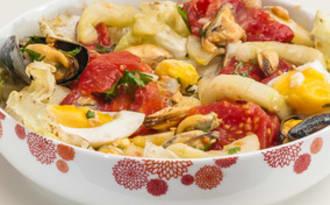 Salade de moules aux pommes de terre, tomates et concombre