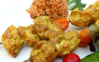 Brochettes de poulet mariné aux épices