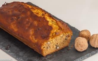 Gâteau du matin aux noix fraiches et au miel