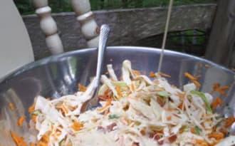 Salade de chou, sauce crémeuse tahin et pomme