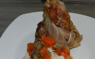 Souris d'agneau aux carottes et champignons