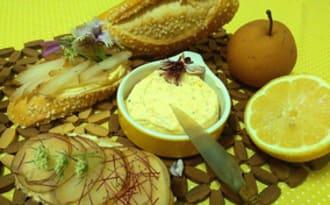 Tartine de poire asiatique sous beurre au citron jaune, quatre épices et aneth
