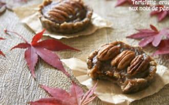 Tartelette crue aux noix de pécan et dattes