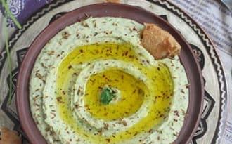 Dip d'haricots à la coriandre et puri indien هريس الفاصوليا و خبز البوري