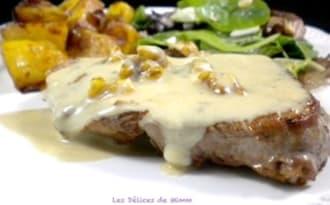 Pavé de bœuf, sauce au roquefort et aux noix