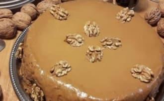 Gâteau moelleux aux noix et au café