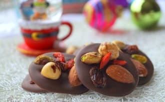 Mendiants au chocolat et fruits secs
