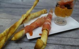 Gressins et crème de poivron rouge à l'origan