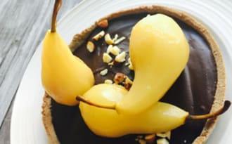 Tarte chocolat praliné et poires pochées