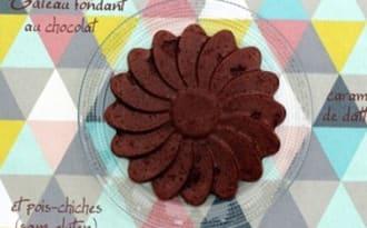 Gâteau fondant au chocolat et caramel de dattes