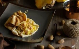 Aumonière de crêpe à l'ananas flambée au rhum