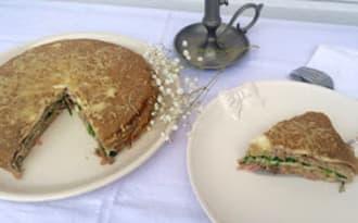 Gâteau de crêpes aux champignons, épinards, jambon et comté