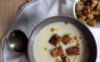 Crème de chou-fleur, Beaufort & croûtons à la moutarde