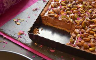 Tarte chocolat, rose et pistaches