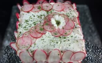 Sandwich cake du printemps au radis et aux herbes