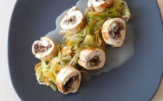 Ballotines de volaille, poireaux, carottes et bouillon de parmesan