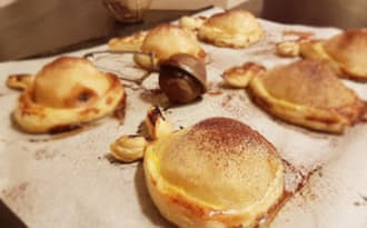 Tartelette poire sur lit d'amande et cœur chocolat