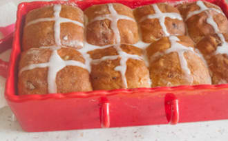 Hot cross buns plus gourmands
