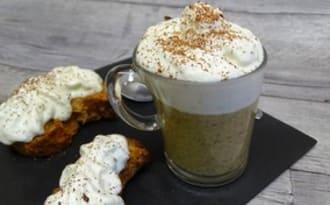Capuccino de lentilles, carotte, navet long, espuma au Roquefort et fève de cacao