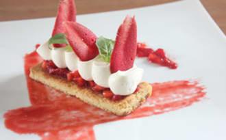 Dessert à l'assiette fraise, citron et basilic