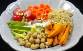 Buddha bowl végétarien et sa sauce au sésame