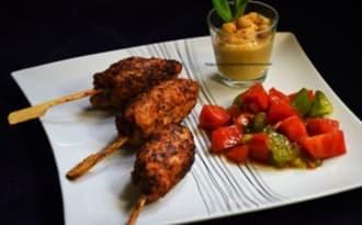 Keftas de poulet à la menthe, tartare de deux tomates et houmous maison