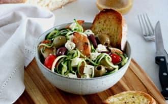 Salade grecque de poulet, courgettes et feta