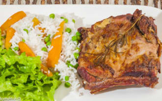 Travers de porc à la moutarde, au riz et légumes de printemps