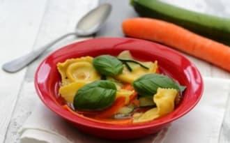 Bouillon de ravioli aux tagliatelle de légumes
