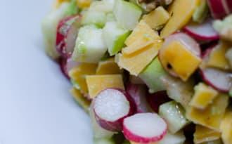 Salade à l'avocat, aux radis et à la pomme verte