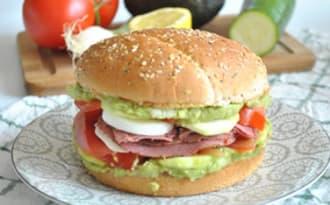 Sandwich guacamole oeuf pastrami