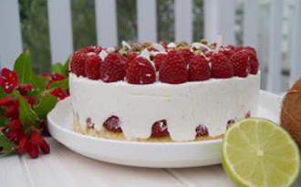 Gâteau aux framboises, coco, pistache et citron vert