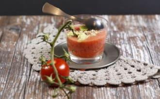 Fraîcheur de tomates à la fraise et à l'avocat