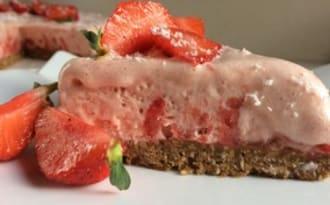 Mousse glacée fraises sur lit de spéculoos