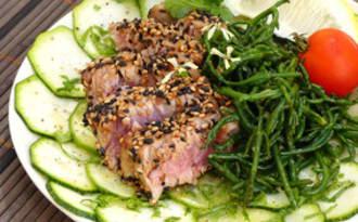 Tataki de thon, carpaccio de courgette et salicornes sautées