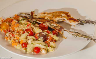 Brochettes de dinde et semoule aux légumes d'été