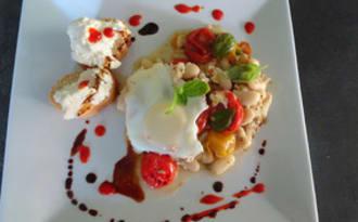Haricots sautés aux tomates cerises, œufs et ricotta