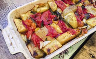 Pommes de terres et tomates au four à la sauge
