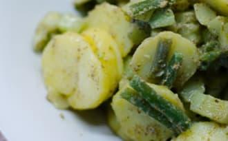 Salade de pommes de terre et d'haricots verts au pesto