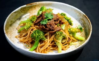 Pâtes de riz sautées au boeuf et brocoli
