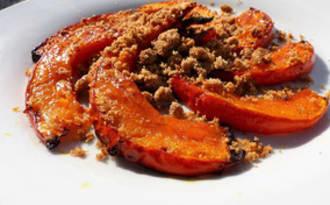 Potimarron rôti au four, crumble noisette parmesan