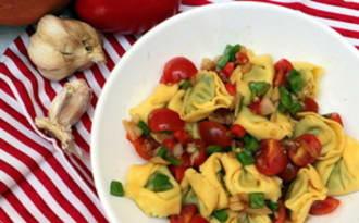 Salade de tortellini aux poivrons mariné