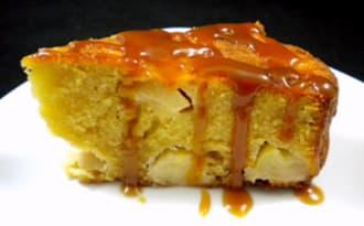 Gâteau moelleux aux pommes et au caramel au beurre salé