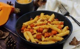 Pâtes à la sauce houmous au potimarron rôti, et pois-chiches grillés
