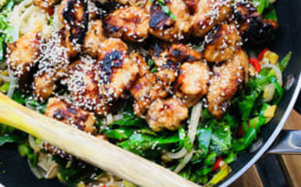 Poêlée de poulet aigre-doux au sésame