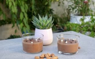 Crème au chocolat et lait d'amande