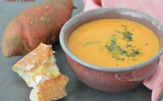Velouté de patate douce et poivron parfumé à la coriandre et au ras el hanout